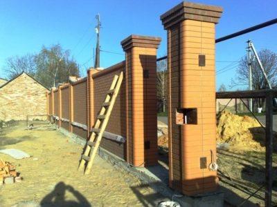 1 Строительство забора из профнастила с кирпичными столбами