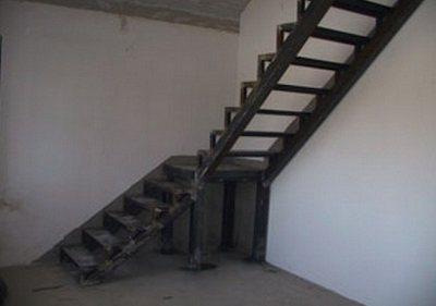 101 001 Отделка металлической лестницы деревом
