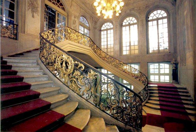 i stroiteli seryh betonnyh mnogoetazhek i arhitektory roskoshnyh Как правильно установить боковые перила на лестнице?