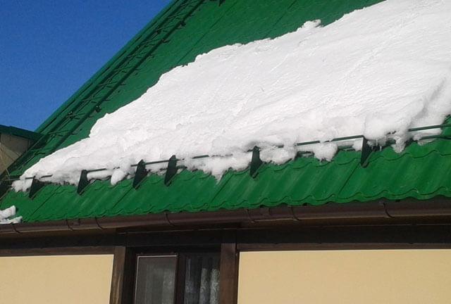 kak ustanovit snegozaderzhateli na kryshu svoimi rukami Как сделать снегозадержатели на крышу своими руками: Как сделать снегозадержатели на крышу своими руками — фото и видео инструкция – Как сделать снегозадержатели на крышу своими руками