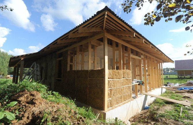 kartinka 1 Двухэтажный дом из соломы должен простоять 100 лет