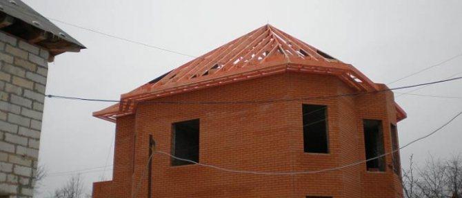 konstrukciya stropilnoj sistemy shatrovoj kryshi Особенности монтажа ондулина на шатровую крышу