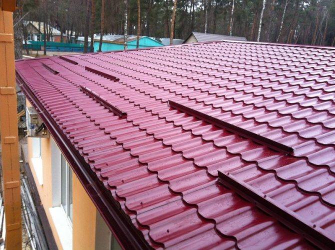 krysha iz metallocherepiczy 2 Виды металлочерепицы для крыши: фото и названия