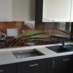 kuhonnyj fartuk v interere kuhni «Правильный» фартук на стену кухни, какой он?
