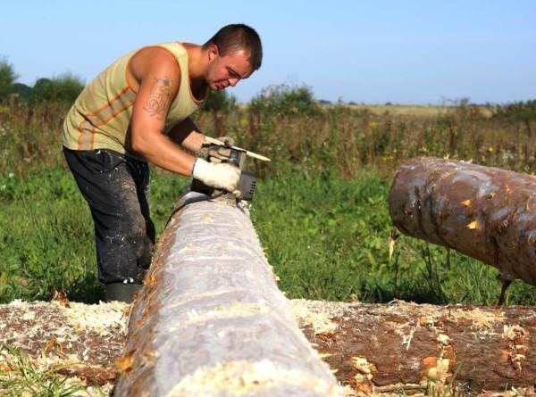 podgotovka kruglyaka Сборка сруба из профилированного бруса – преимущества материала