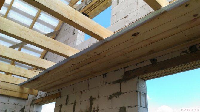 podshivka potolka po derevyannym balkam Потолок своими руками в частном доме. Особенности перекрытия деревянной постройки