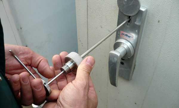vzlom dveri Качественные и надежные замки для входных металлических дверей
